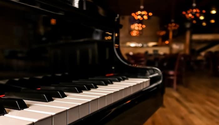 پیانو-دیواری
